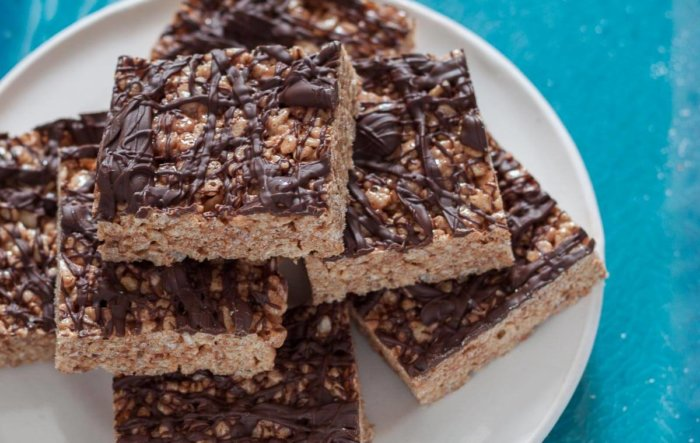 Chocolate-Drizzled Churro Rice Krispie Treats